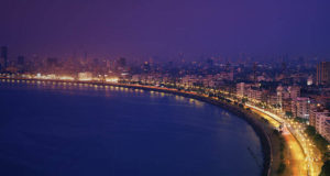 Marine Drive - Place to visit in mumbai